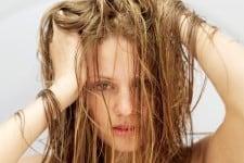 przetłuszczające się włosy